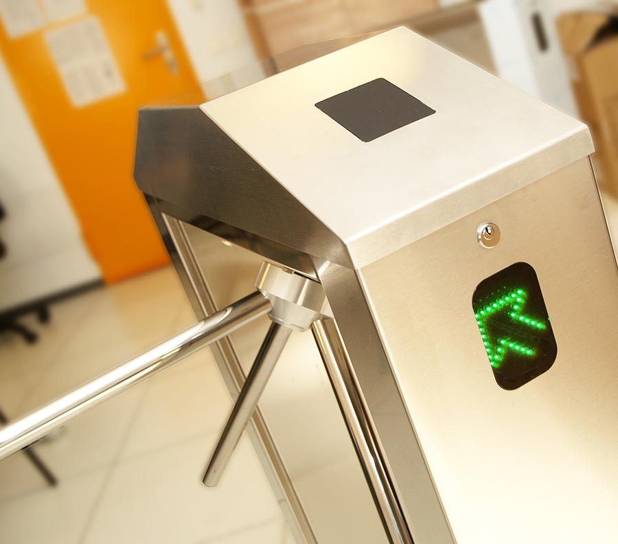 dispositivo de control de acceso en oficina